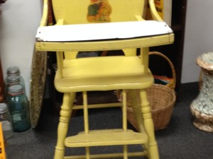 Wooden highchair with graniteware tray